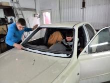Hyundai accent замена лобового стекла